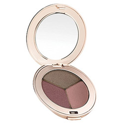 Jane Iredale PurePressed Eye Shadow Trio Soft Kiss Change your look from soft and elegant to edgy and sleek. These silky shadows are highly pigmented and long-lasting. They easily blend on the lids to create any look.